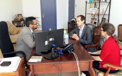 El alcalde recibe al consejero politico de la embajada británica en Madrid