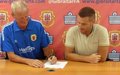 El inglés Jeff Wood ha sido nombrado nuevo seleccionador gibraltareño. Dave Wilson, entrenador interino hasta la fecha, volverá a su antiguo puesto de ayudante