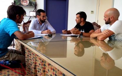 El alcalde conoce el trabajo que lleva a cabo el club deportivo Sierra Carbonera
