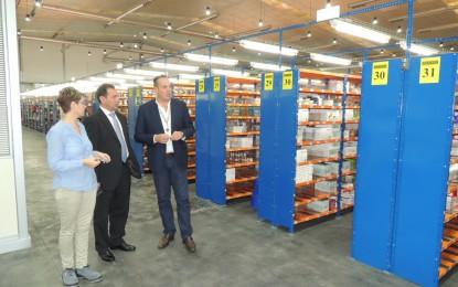 El alcalde de San Roque visita el almacén de Cofares, unas modernas instalaciones que han supuesto 20 empleos