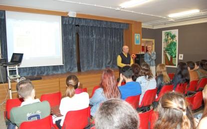 El IES Antonio Machado recibe la visita de alumnos de Integración Social  del IES Levante de Algeciras