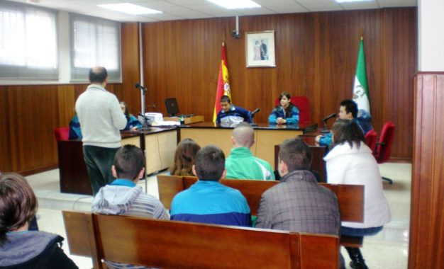 """Los programas de la oferta  educativa """"Museo Cruz Herrera"""" y """"Conoce tu ciudad"""" llegarán a  mas de mil alumnos de diecisiete centros"""