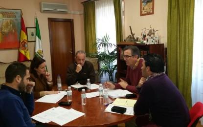 Encarnación Niño revisa las obras que Diputación ejecuta en equipamientos y calles de Jimena y San Pablo Buceite