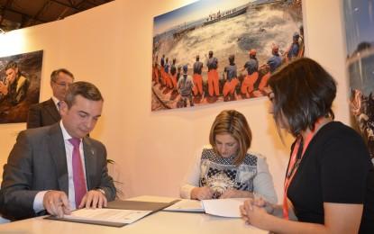 Diputación y UCA firman un convenio en Fitur para planificar el desarrollo turístico de la provincia de Cádiz