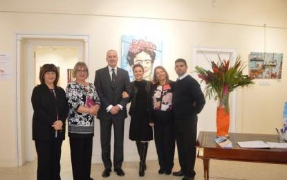 El Gobernador visita la exposición de arte joven en Gibraltar