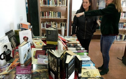 La biblioteca vive la semana de la mujer en los libros