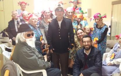 El alcalde y la concejal de Sanidad visitan las actividades de carnaval en la Asociación de enfermos de Alzheimer