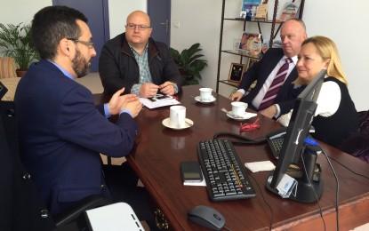 El alcalde recibe a la nueva directora de la UIMP Campo de Gibraltar, Felicidad Rodríguez