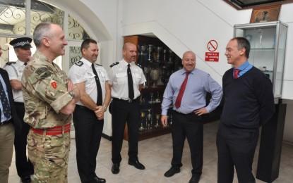 Visita del Gobernador a la Royal Police