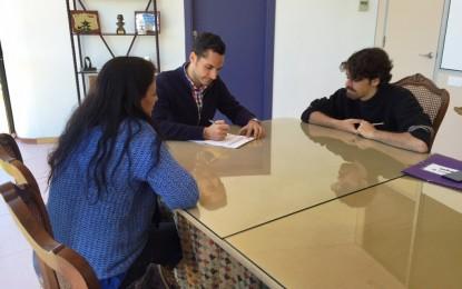 """Juventud y """"La espada de ébano"""" firman un convenio de colaboración"""