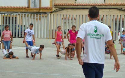 El taller de verano de Asuntos Sociales  visita el museo Cruz Herrera