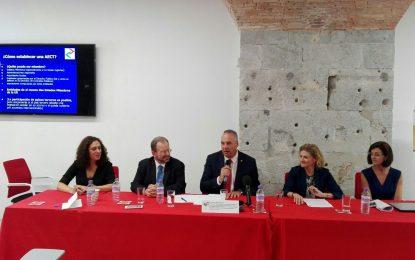 Juan Carlos Ruiz Boix asiste a la clausura, en Gibraltar, de los Cursos de Verano de la Universidad de Cádiz en San Roque