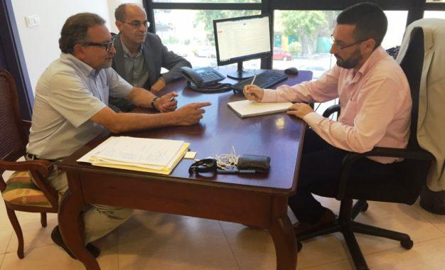 El alcalde agradece a Lorenzo Pérez Periáñez el trabajo desarrollado como presidente del Grupo Trasfronterizo