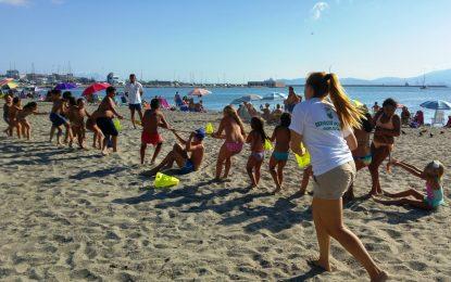 Asuntos Sociales pone en marcha el campamento de verano en la barriada de los Junquillos tras finalizar en la zona de Levante