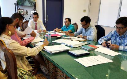 La Mesa de Contratación propone a la empresa Excavaciones Javier Valero S.L. para el contrato de alquiler de maquinaria y camiones con conductor