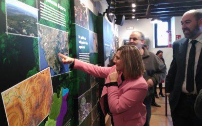 Irene García visita las instalaciones de la Casa de la Memoria 'La Sauceda' en Jimena