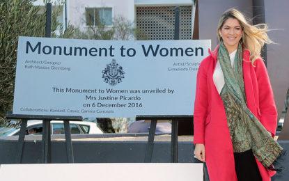 Monumento dedicado a la mujer en Gibraltar inaugurado por Justine Picardo