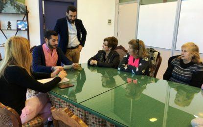 """Mario Fernández informa a la asociación de mujeres """"Gaviota"""" de que la Junta «sigue en silencio sobre la Cátedra»"""