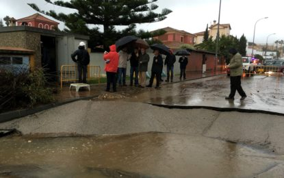 Decretados tres días de luto oficial tras la muerte de un trabajador a consecuencia del temporal de lluvias. El plan de emergencia movilizó en la pasada madrugada a 150 efectivos