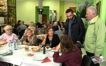 Almuerzo navideño de los usuarios de los programas de mayores de la concejalía de Deportes