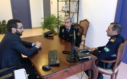 El comisario del Cuerpo Nacional de Policía se despide del alcalde tras ser destinado a Madrid