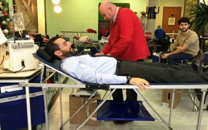 El alcalde anima a colaborar con la campaña de donación de sangre que se lleva a cabo en La Línea
