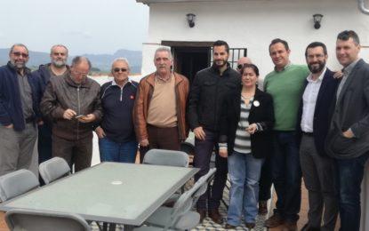 Una representación del equipo de gobierno visita la casa de la memoria de La Sauceda