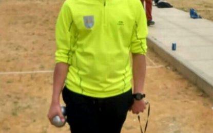 El concejal de Deportes felicita a Daniel Moreno, del Club de Petanca, ante su próximo reto en el Campeonato de España en modalidad juvenil