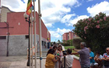 La concejal de Igualdad lee un manifiesto en el Día del Orgullo LGTBI