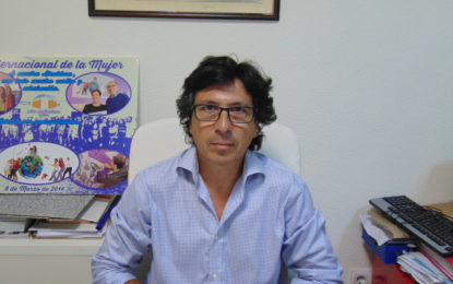 Tornay muestra su extrañeza por el nuevo préstamo al ayuntamiento de La Línea, ya que cerró el año con cinco millones de superavit y denuncia la falta de información de la oposición