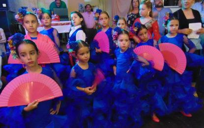 La Academia de baile de David Morales actuó en Sin Comentario
