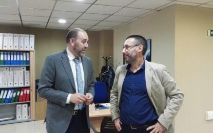 El alcalde, Juan Franco, y el Diputado de Hacienda, Jesús Solis, han visitado las instalaciones de recaudación provincial en La Línea