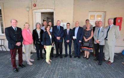 Friends of Gibraltar financia un escáner especial para el Archivo Nacional de Gibraltar