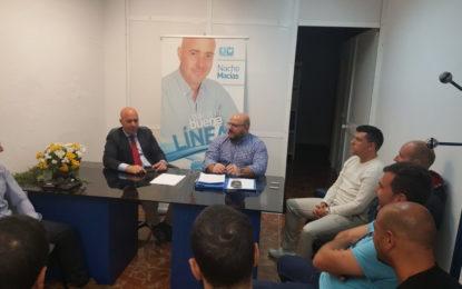 Macias conoce las inquietudes de los auxiliares de policía del Ayuntamiento de La Línea