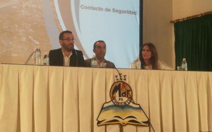 El alcalde participa en una charla sobre salidas profesionales para alumnos de segundo de bachillerato y FP