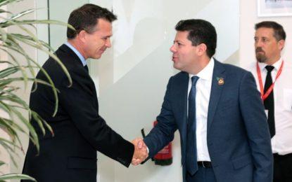 Encuentro del Ministro Principal con el Ministro británico de las Fuerzas Armadas