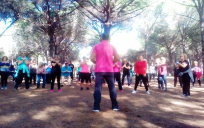 Deportes participa en una actividad de senderismo para los usuarios del Programa de Mayores