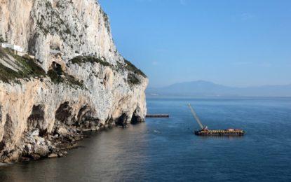 Se realizan trabajos de contención marina para proteger a las cuevas de Gorham y Vanguard de las inclemencias meteorológicas