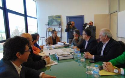 Fomento presenta al ayuntamiento el proyecto de mejora en la carretera del Zabal, obra que comenzará durante este trimestre.