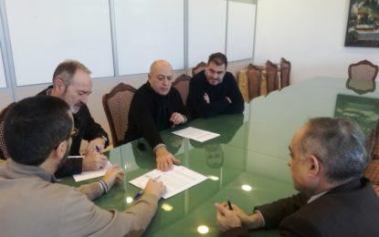 Firmado el contrato con la empresa Eiffage Infraestructuras S.A. para la mejora del Camino de Estepona y refuerzo del firme en Camino del Cuervo