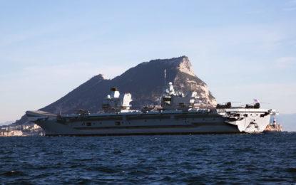 El portaviones HMS Queen Elizabeth, el nuevo buque insignia de la Royal Navy, se encuentra en Gibraltar en su primera escala en ultramar