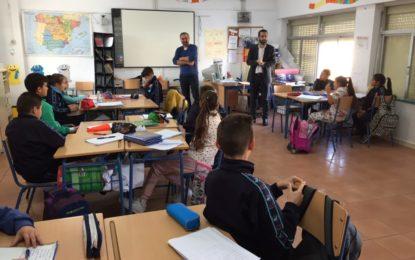 Franco responde a las preguntas de escolares del Carlos V sobre el estado de la ciudad