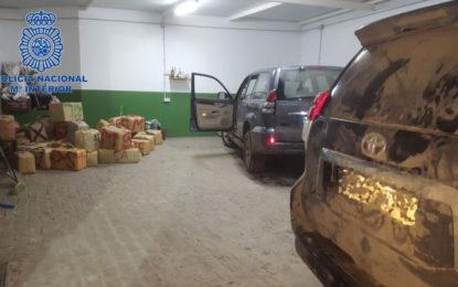La Policía Nacional detiene a dos jóvenes e interviene más de 1.500 kilos de hachís en la Línea de la Concepción