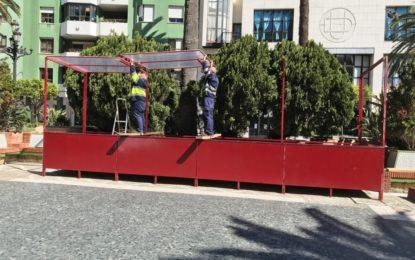Iniciado el montaje de los palcos para Semana Santa que incluirá vallas ornamentales a lo largo de la carrera oficial