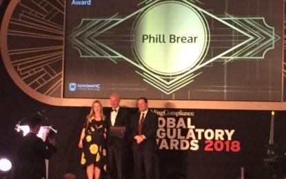 Premio Lands Lifetime Achievement para Phill Brear