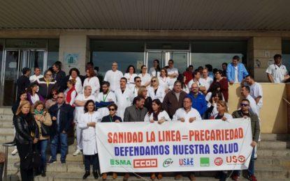 Juan Pablo Arriaga muestra su apoyo a los profesionales y a las centrales sindicales del Hospital linense