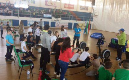 """Finaliza con una regata intercentros el programa de la Oferta Educativa Municipal """"Rema y mueve tu cuerpo"""""""