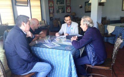 La directiva del Real Club Náutico explica al alcalde el proyecto para su nueva sede