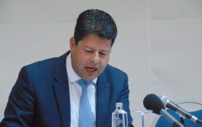 El Gobierno de Gibraltar ha decidido aplazar la ampliación del Parlamento de 17 a 25 diputados antes de las elecciones