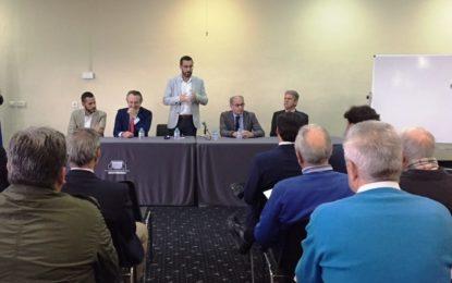 Empresarios linenses muestran su apoyo al ayuntamiento en la reivindicación de medidas para la ciudad, tras ver a Juan Franco con la pizarra